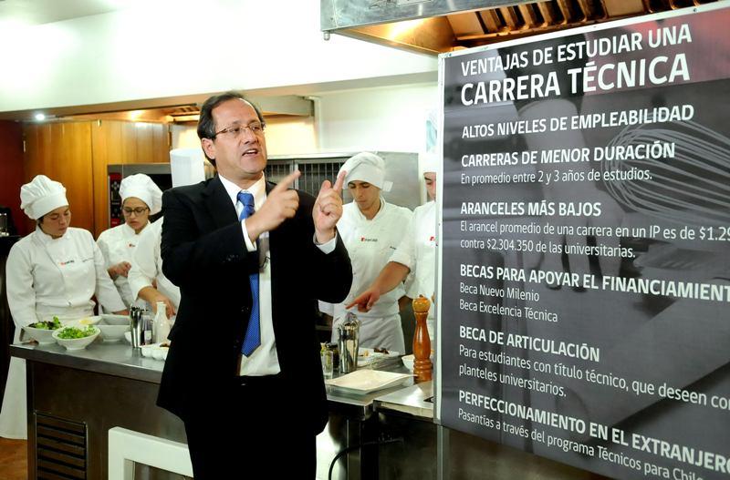 Ministro-de-Educacion-y-las-carreras-t%C3%A9cnicas.jpg