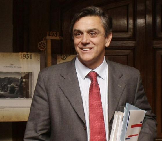 Presidente acepta renuncia de Ministro de Economía Pablo Longueira