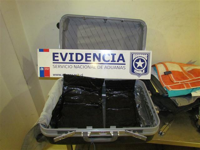 Aduanas maleta negra con doble fondo