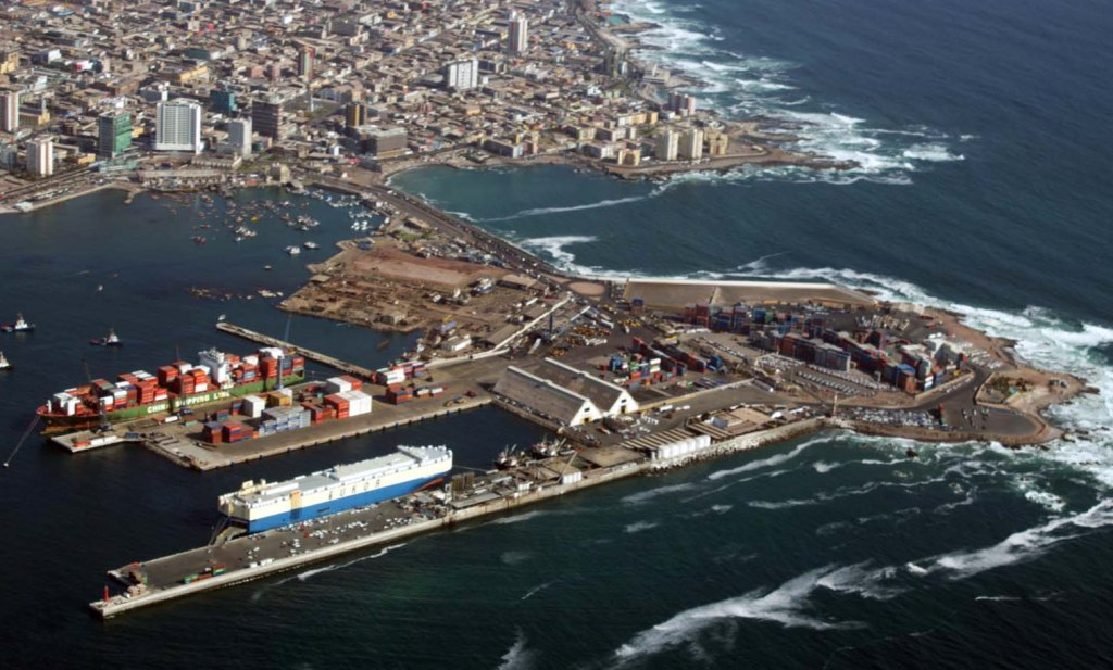 Ministro del interior asume compromiso de reparar puerto for Foto del ministro del interior