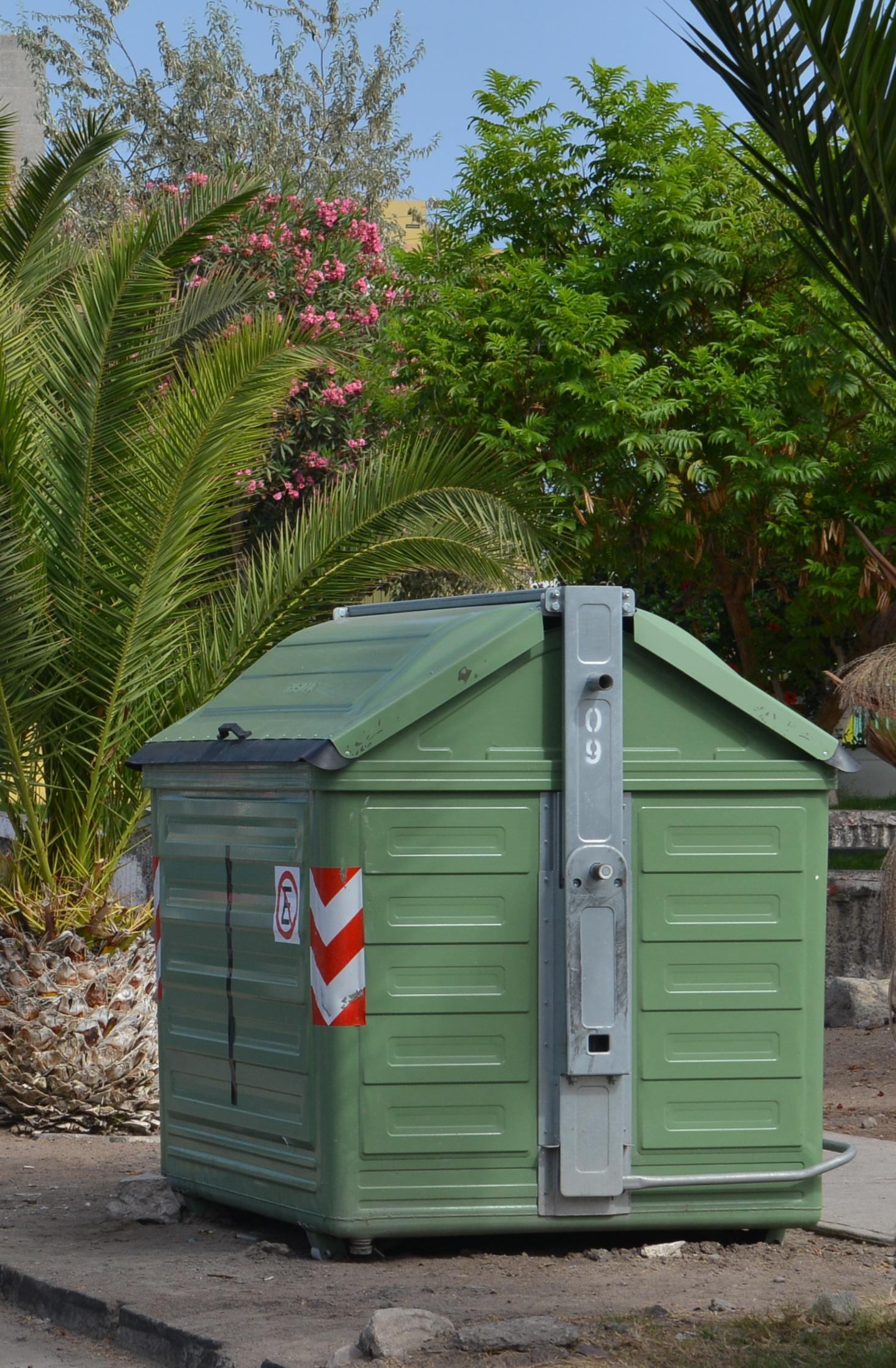 Municipio de iquique comprar medio millar de contenedores for Objetivo de bano de basura