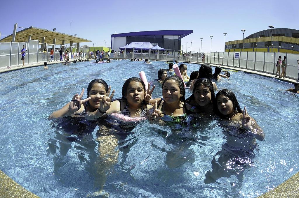 Lleg el verano a alto hospicio inauguran temporada de piscinas diario el nortino iquique - Piscinas en alto ...
